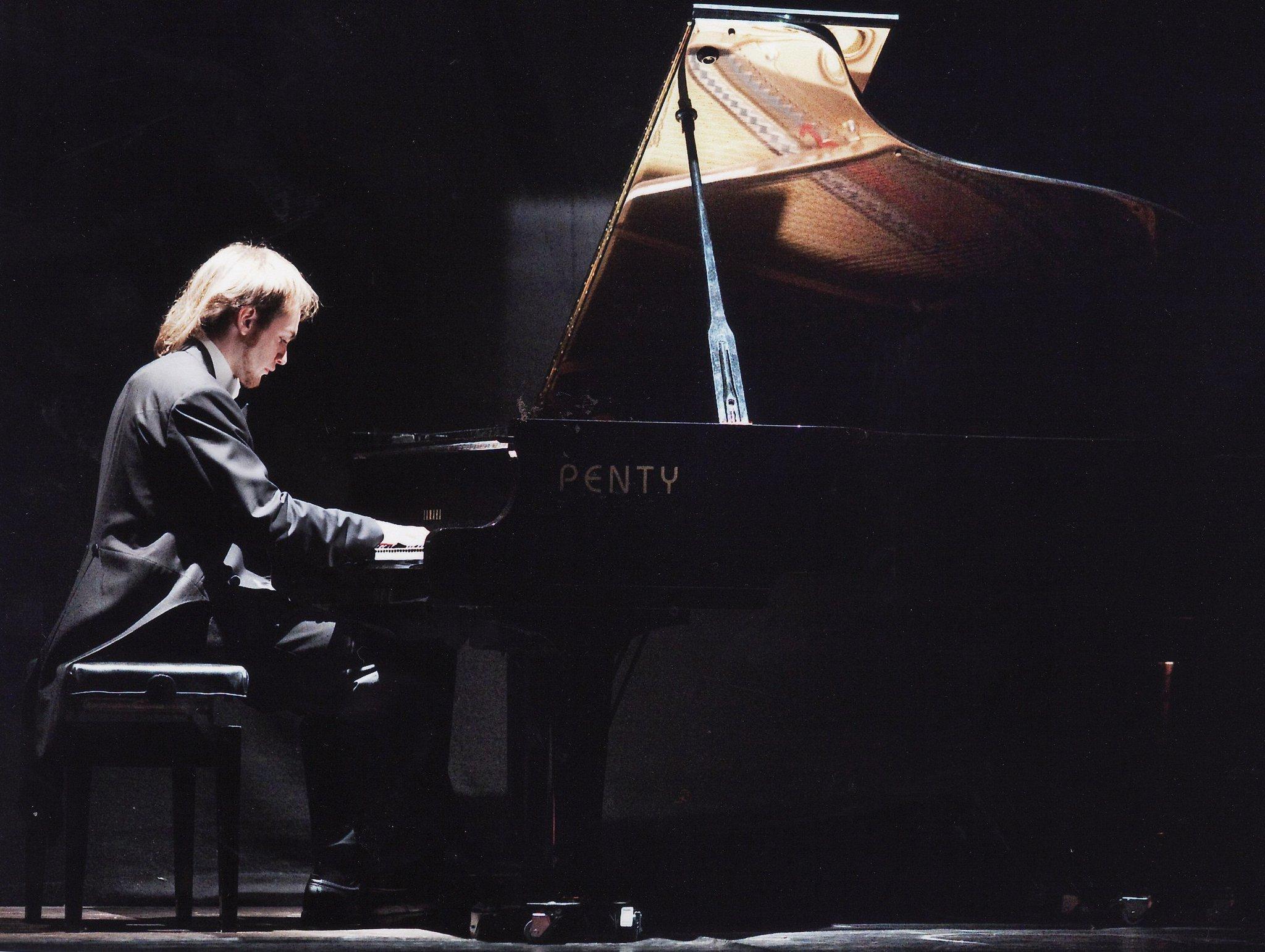 Luca Nurchis al piano