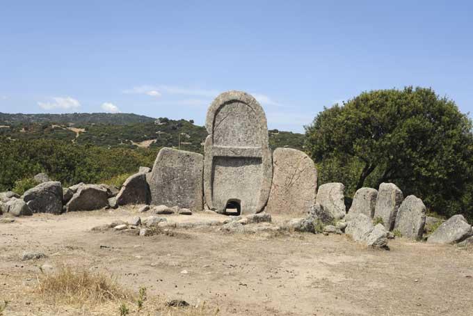 La Tomba dei Giganti di S'Ena e Thomes