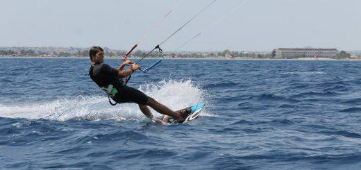Divertimenti assicurato con il kitesurf!