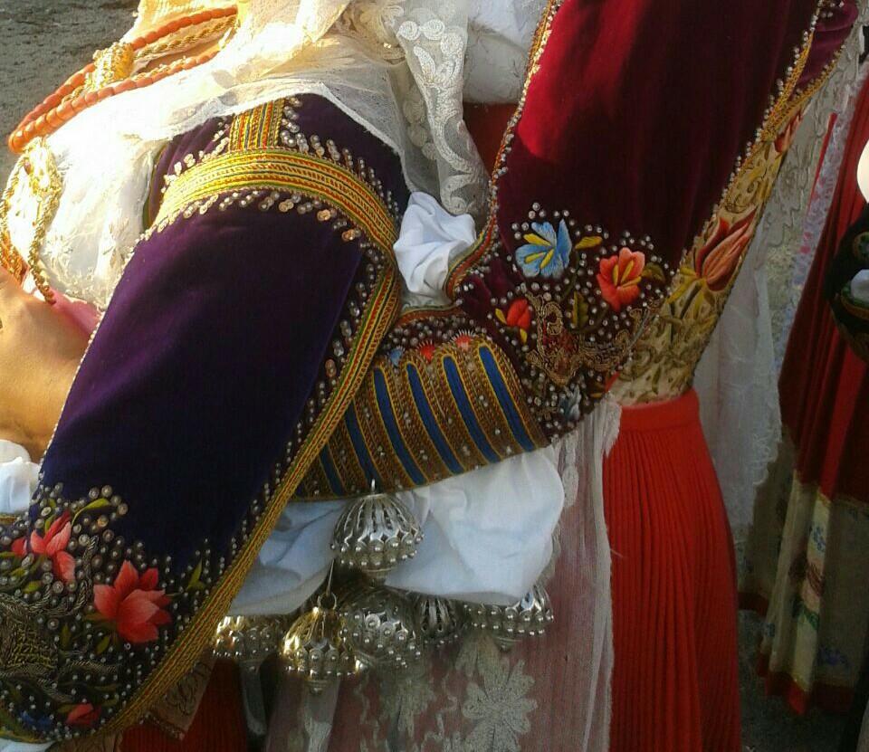 Particolari del costume di Ittiri