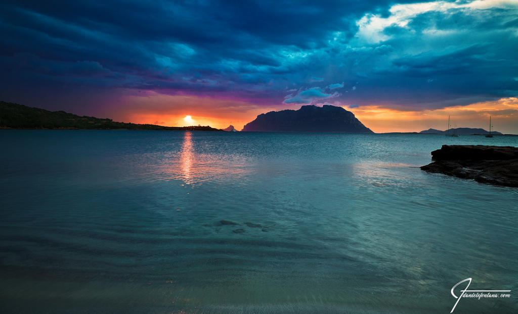 Isola di Tavolara al tramonto (foto Daniele Fontana)