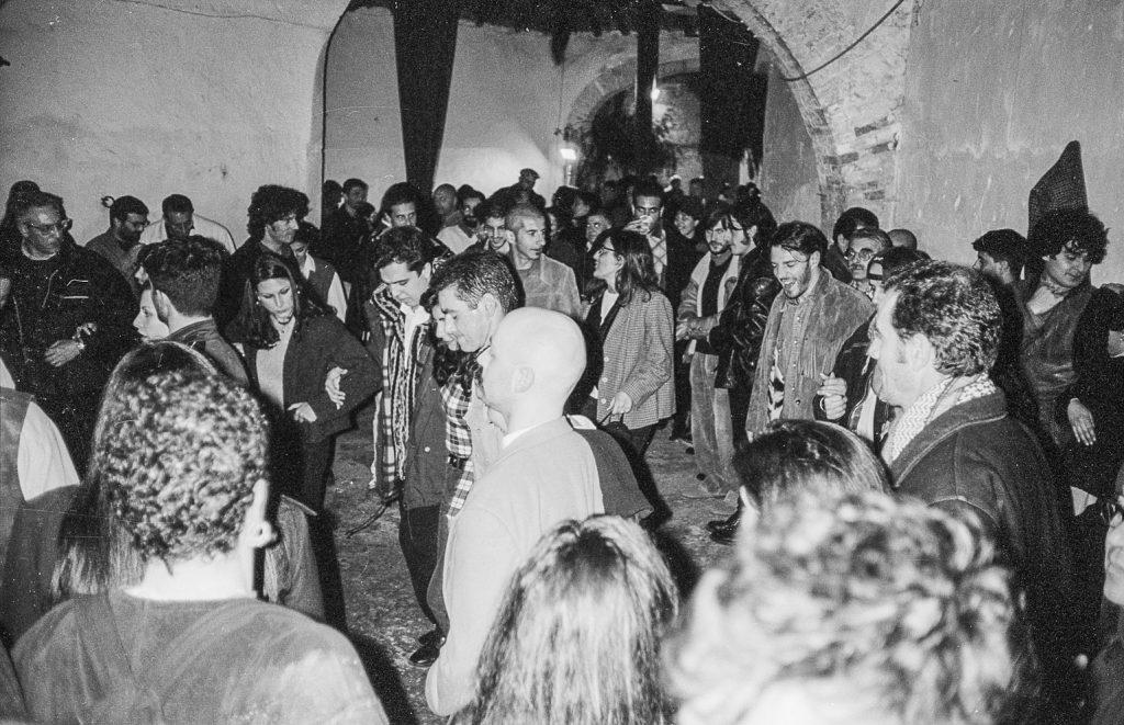 Associazione culturale Iscandula_Bella_arrosa_discoteca ballo sardo 1997